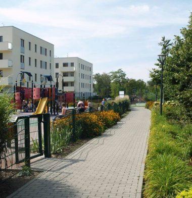 plac zabaw zmiana nazwy zdjęcia i alt, usuwamy title osiedle mieszkaniowe Radom